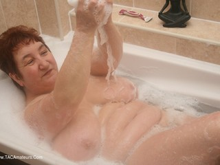 Kinky Carol - Bath Time Pt3 Picture Gallery