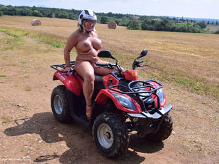 Nude Chrissy - Naked Quad Biking Picture Gallery