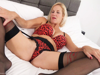 Molly MILF - Leopard Print Lingerie Pt2 HD Video