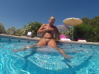 Sweet Susi - Licking  Fingering By The Pool Picture Gallery