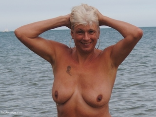 Dimonty - Naked On The Beach Picture Gallery