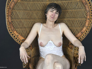 Hot Milf - The Wicker Chair Picture Gallery
