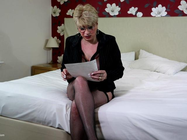 Dimonty - Di Seduces Her Male Secretary