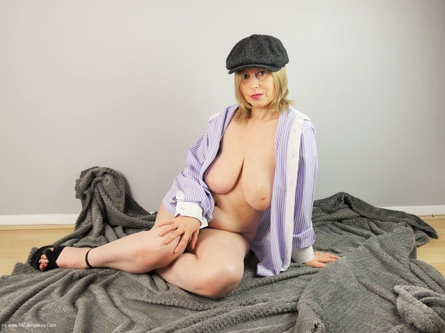 PoshSophia - Sophisticated Slut