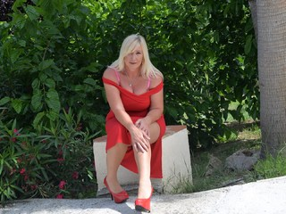 Melody - Lady In Red Picture Gallery