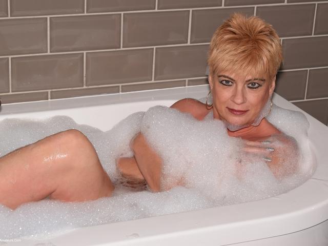 Dimonty - Bubble Bath  SHower