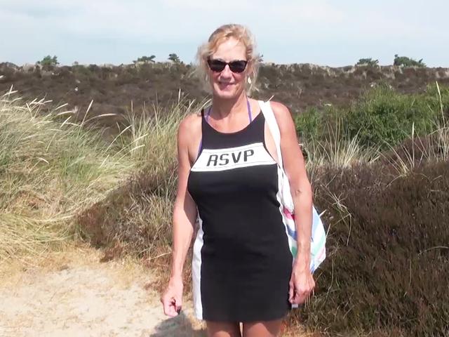 MollyMILF - On The Beach Pt1