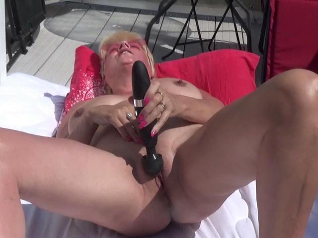 Dimonty - Squirting Outside