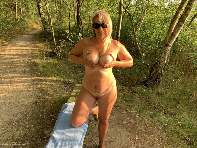 SweetSusi - Naked  Horny At The Lake