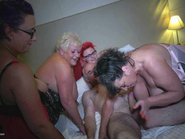 PhillipasLadies - Brian Plays With 5 Sexy Ladies Pt5