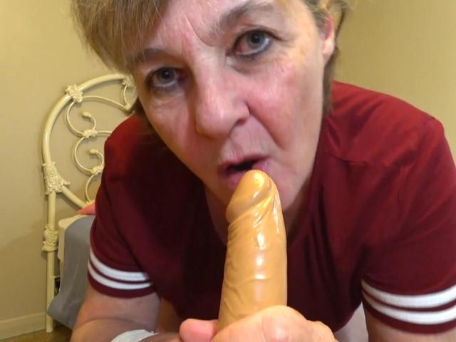 CougarBabeJolee - I Want To Help You Masturbate Pt2