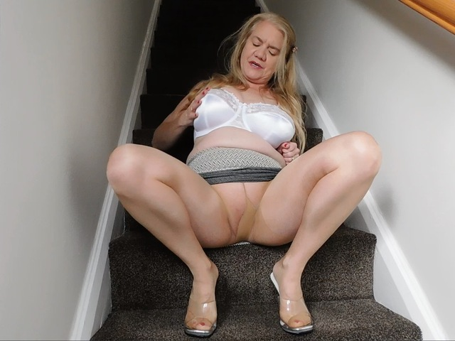 LilyMay - Lily In Pantyhose