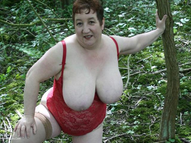KinkyCarol - Naked In The Woods