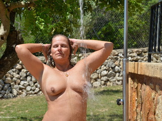 Sweet Susi - Outside Shower Picture Gallery