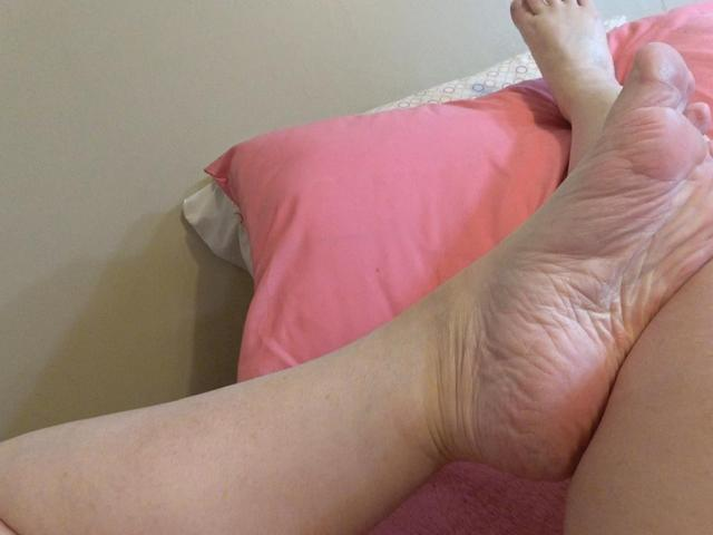 CougarBabeJolee - POV For Foot Lovers Sensual Tease