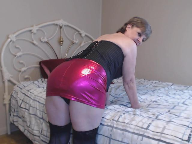 CougarBabeJolee - Sweet Arse Time To Kneel  Worship