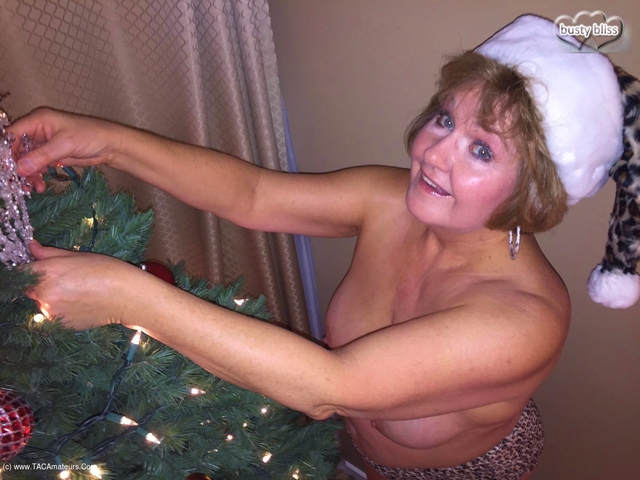BustyBliss - Auntie Bliss Is Coming To Town