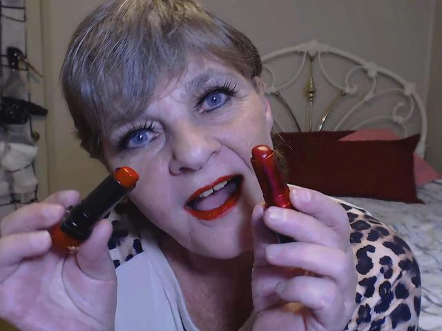 CougarBabeJolee - Sultry Shades Of Red