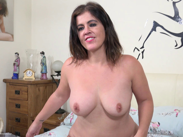 DirtyDoctor - Montse Swinger Playing Solo On The Bed Pt1
