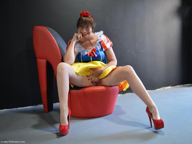 BarbySlut - Xmas Panto Snow White Pt2
