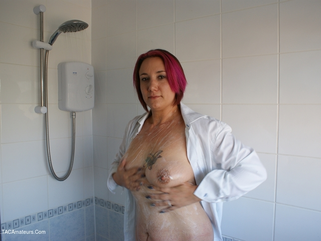 PhillipasLadies - Jenna J In The Shower