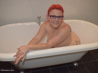 Mollie Foxxx - Shower Time Picture Gallery