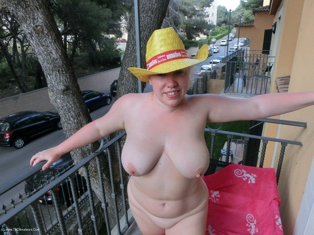 Barby - Flashing On Holiday