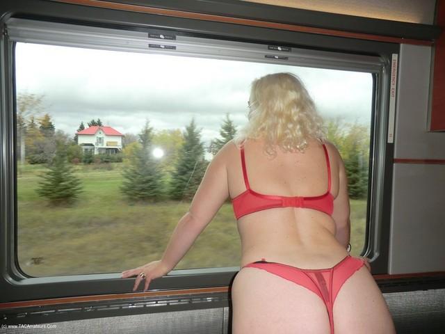 Barby - Flashing Train Ride