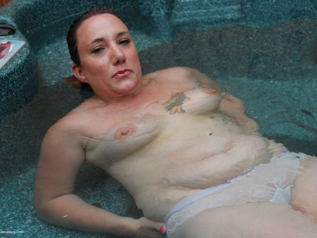 SaraBanks - Naked In My Hot Tub