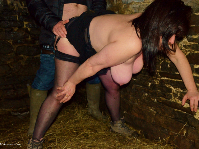 JuiceyJaney - Banged In A Barn Fucked By A Farmer Pt1
