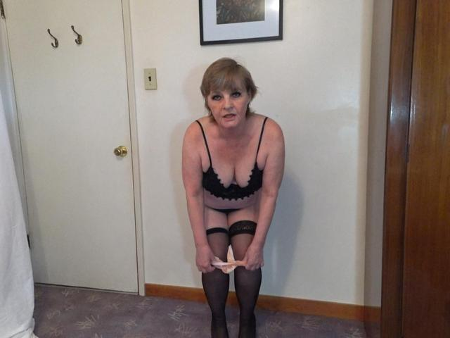 CougarBabeJolee - You Cum To Me  Worship My Cute Body
