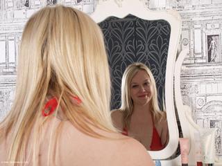Sindy Bust - Mirror Mirror Picture Gallery