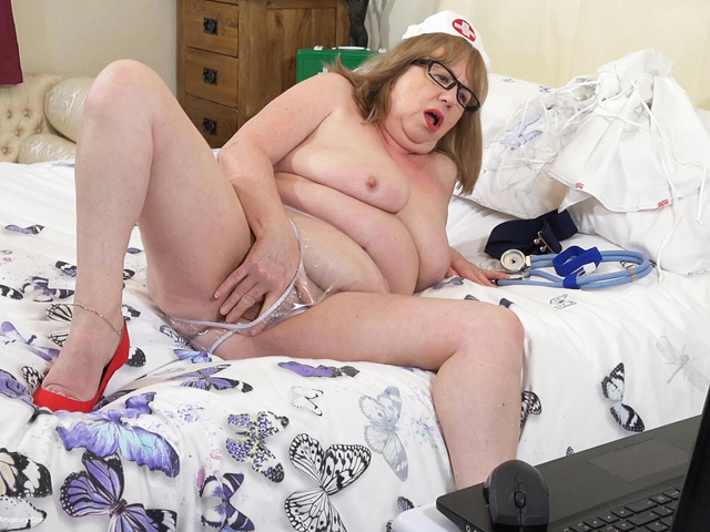 SpeedyBee - Naughty Nurse Web Cam Show Pt2