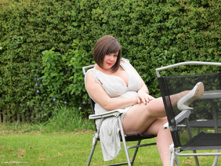 Roxy - Flashing In The Garden Picture Gallery