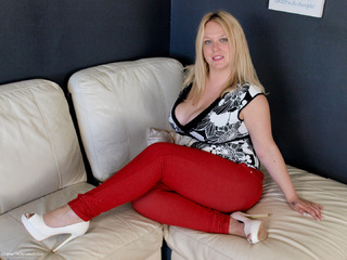 Sindy Bust - Tight Red Jeans Picture Gallery