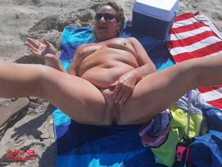 Debbie Delicious - Wild Wednesday On The Beach Pt1 Picture Gallery