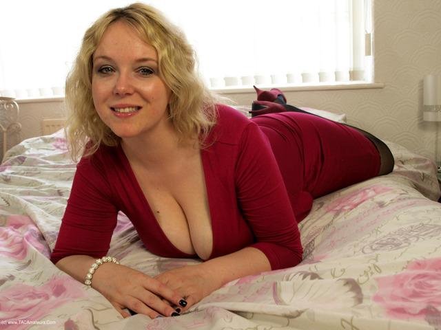 SindyBust - Pink Dress  Stockings