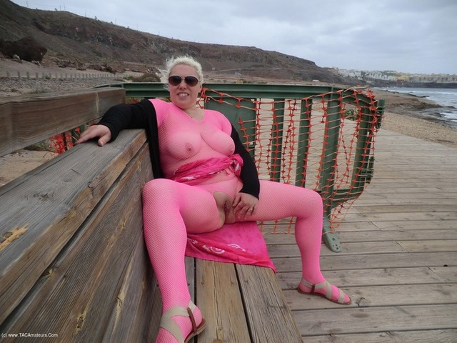Barby - Fingering On The Beach