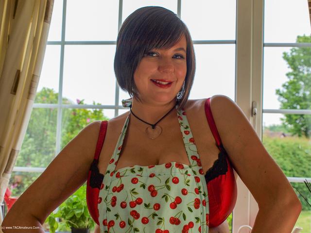 Roxy - In The Kitchen Pt2