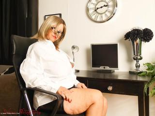 PoshSophia - Office Girl