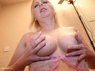 Tracey Lain - Lap Dancer Tracey Pt1 Picture Gallery