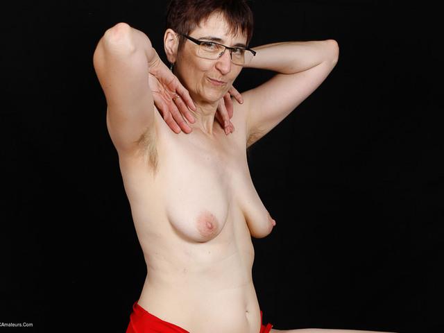 HotMilf - Red Body Pt1