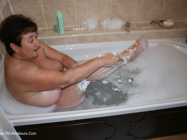 KinkyCarol - Lingerie Shaving Bathtime Pt4