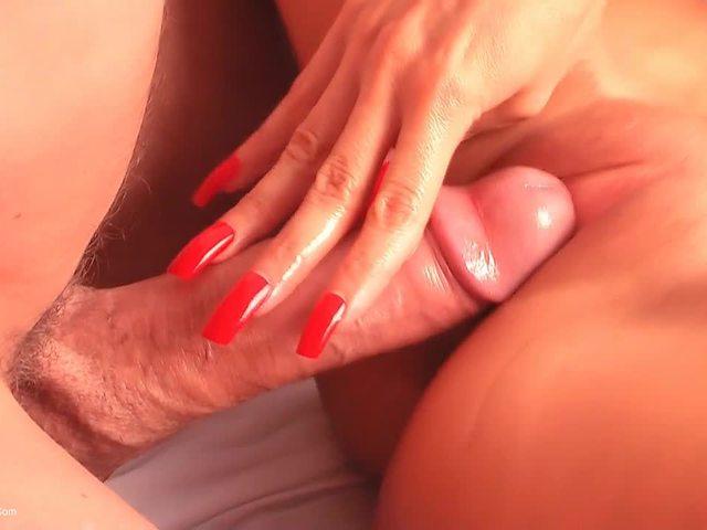EvaDiangelo - Lady pampers her feet