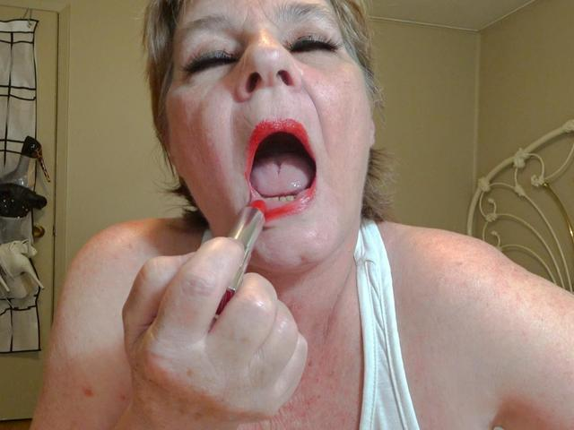 CougarBabeJolee - Red Lips Mouth Drooling