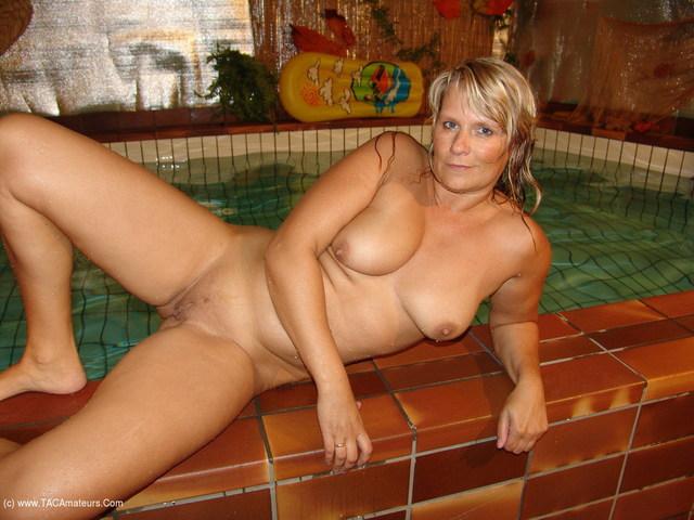 SweetSusi - The Indoor Pool