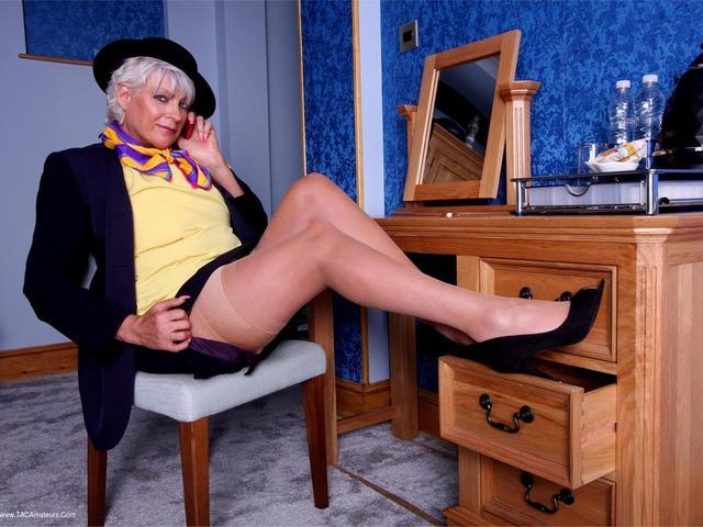 Dimonty - Air Hostess
