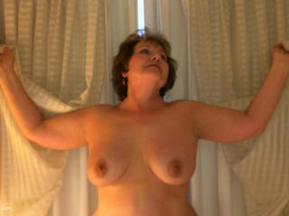 BustyBliss - Busty Bliss Stripping For Coc