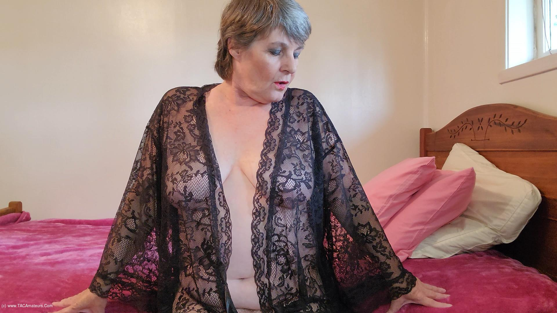 CougarBabeJolee - Arse Worship Up A Notch