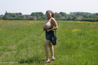 DeniseDavies - Denise Out Side Pt1